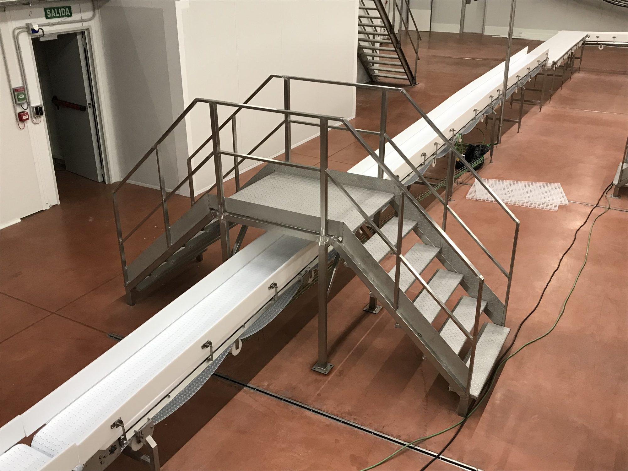 Escalera de acero inoxidable para cruzar cinta transportadora